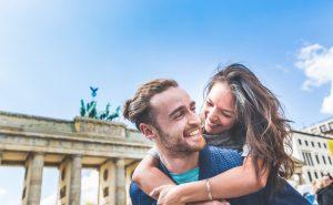 Das Amt für Statistik Berlin Brandenburg verkündet: Die Zahl der Übernachtungen steigt kräftig. Interesant dabei: die Zahl der Gäste aus dem Ausland steigt überproportional. Dies gibt mehr Sicherheit für ein fortgesetztes Wachstum in den nächsten Jahren. (#2)