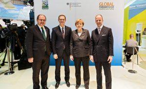 IGW 2015, BMEL-Empfang für ausländische Ehrengäste; Christian Schmidt, Bundesminister für Ernährung und Landwirtschaft , Bundeskanzlerin Angela Merkel (#1)