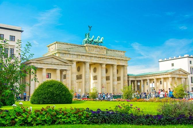 Etwas geräumiger und komfortabler ausgestattet, sind die Ferienwohnungen von Clipper City Home Apartments, ebenfalls in Berlin-Mitte. Nur wenige Gehminuten sind es von hier zum Brandenburger Tor. (#02)
