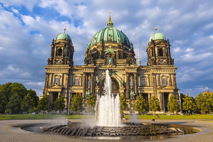 Etwas weiter Richtung der Innenstadt von Berlin und nahe der Kaiser-Wilhelm-Gedächtnis-Kirche in Wilmersdorf-Charlottenburg gibt es mit der Hotel Pension Columbus einen netten Aufenthaltsort. (#04)