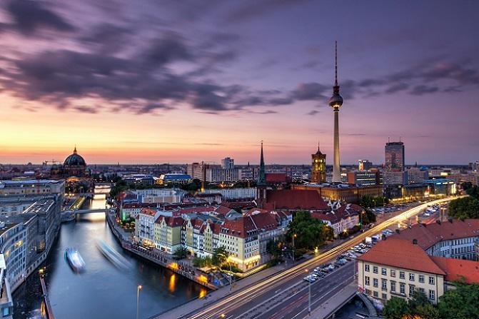 Das Singer 109 Hotel & Hostel liegt direkt in Berlin-Mitte und nur wenige Minuten vom berühmten Fernsehturm auf dem Alexanderplatz entfernt. (#01)