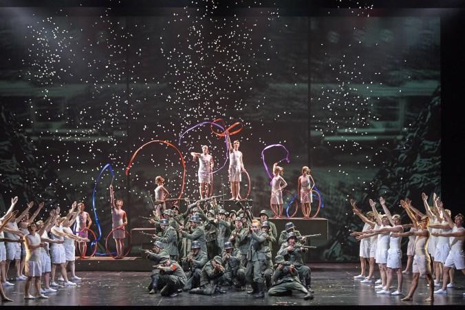 La Damnation de Faust: Charles Castronovo (Faust), Mitglieder des Staatsopernchors, Tänzer