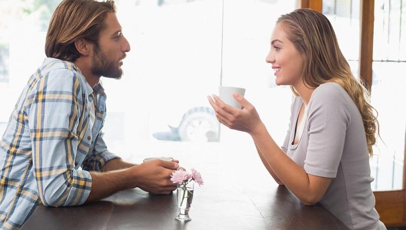 Auch wenn es nicht so einfach ist, zum Punkt zu kommen: Man sollte miteinander reden. Es ist nicht nötig, alle Details zu diskutieren, doch bestimmte Wünsche sollten nicht unausgesprochen bleiben. (#02)