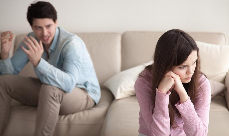 Wer ohne groß nachzudenken seinen Partner betrügt, der setzt damit viel aufs Spiel. Selbst wenn die Beziehung aufrecht erhalten werden kann, leiden die Betrogenen über lange Zeit. (#03)