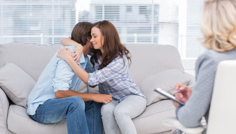 Es hat schon verschiedene Studien gegeben, in denen Männer und Frauen befragt wurden, ob sie ihrem Partner einen Seitensprung verzeihen würden. Immerhin waren es 69 % bei den Männern und 76 % bei den Frauen, die zumindest versuchen wollten, ihre Partnerschaft durch intensive Gespräche zu retten. (#04)