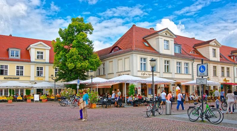 Teilweise haben diese Lokalitäten den Charme der typischen Berliner Schnauze, während andere durch einen luxuriösen Stil Pluspunkte in der Szene sammeln. (#02)