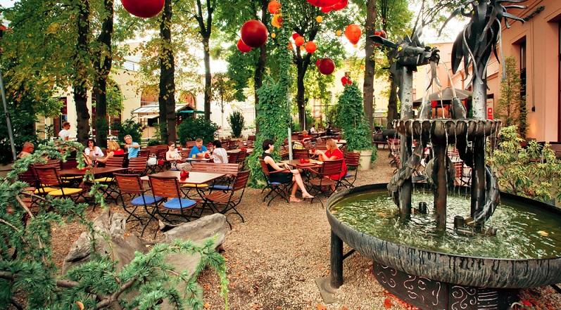 Bei dem Blick in die Lokale Berlins sollen nicht nur die Restaurants genannt werden. Auch die Cafés dürfen hier nicht fehlen. Inzwischen wird in dieser Branche verstärkt auf eine Top-Qualität der Kaffeesorten geachtet. (#03)