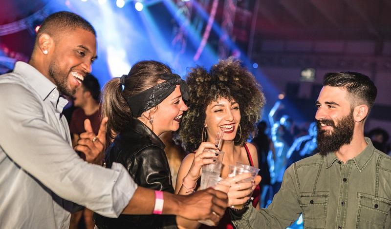 Berlin ist die Stadt, in der Trends zuerst aufgenommen werden und die selber aktiv neue Trends kreiert. Das gilt auch und ganz besonders für den Bereich Party und Events. (#01)