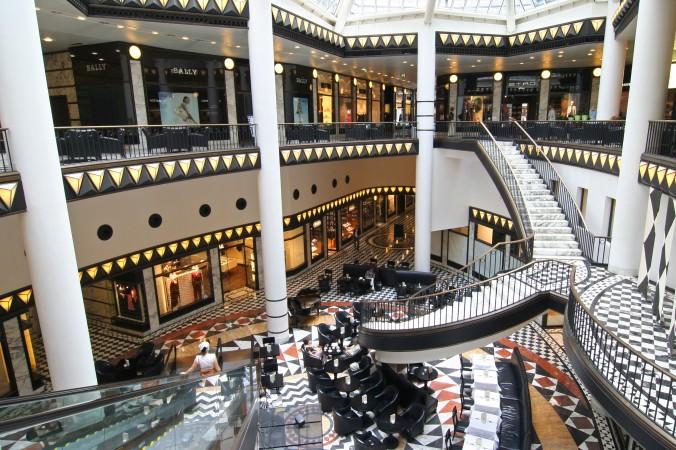 Nicht nur der Boulevard Berlin lockt mit zahlreichen Angeboten. Auch in Berlins Friedrichstraße warten viele kleinere Geschäfte und Einkaufszentren auf Shoppingbegeisterte. (#5)