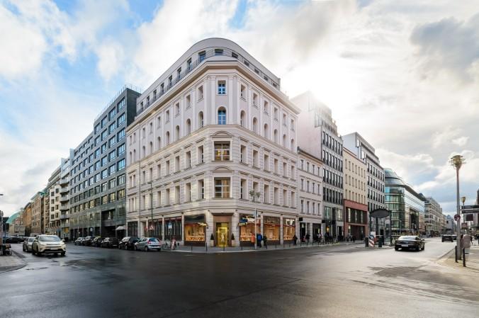 Wenn Sie keine Lust haben auf große Einkaufszentren, wie der Boulevard Berlin, sondern lieber ein bisschen Berlin spüren wollen, dann gehen Sie in eine der vielen Shoppingstraßen und genießen Sie neben einem Einkaufserlebnis die schönen Bauwerke. (#6)