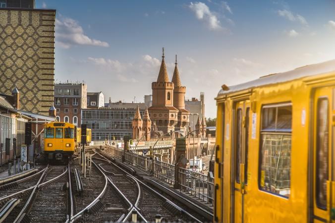 Berlin hat ein sehr gutes Netz an öffentlichen Verkehrsmittel. So kann man beispielsweise mit der U-Bahn problemlos zum zweitgrößten Einkaufszentrum - dem Boulevard Berlin - gelangen. (#2)