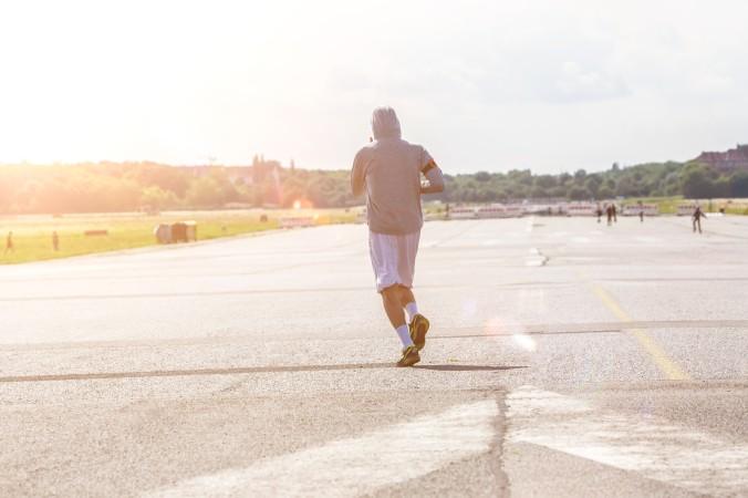 Sie haben Lust auf eine Runde Sport bei Sonenuntergang? Das ist auf dem Tempelhofer Feld überhaupt kein Problem und seien Sie ganz sicher, Sie werden nicht lange alleine bleiben! Es gibt noch mehr Sportler, die das Schauspiel auf dem freien Feld genießen wollen. (#4)