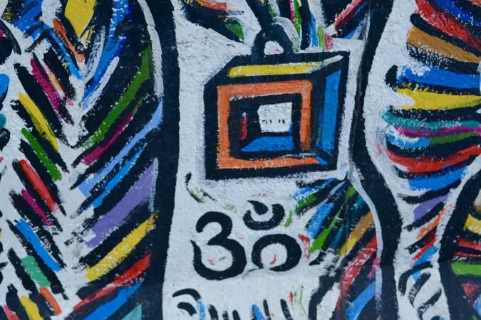 Das wohl bekannteste Denkmal der Wiedervereinigung ist, die East Side Gallery. Und tatsächlich bestaunen über 3 Millionen Menschen jährlich die großflächigen Kunstwerke - 101 an der Zahl. (#4)