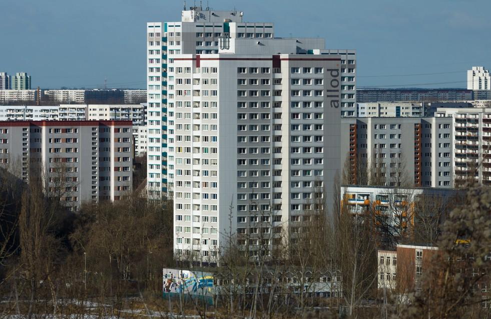 Plattenbau-Immobilien in Berlin: Mieten in Marzahn und Hellersdorf entwickelten sich etwas langsamer als in den übrigen Bezirken der Hauptstadt. Der Quadratmeterpreis blieb hier auch unterhalb der Zehn-Euro-Marke. (#2)