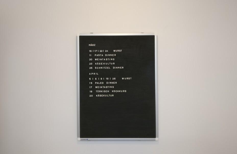 Der Kalender der Wurstgefühle. Eine der Mainzer Wände findet sich im Eingangsbereich der Wurstgefühle.