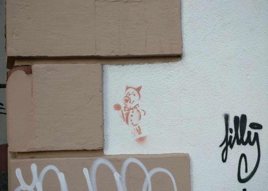 Mainzer Wände tragen auch noch Taggings. Zumindest diese hier habe ich entdeckt. Sie gehört zum Weinkontor Keßler in der Heiliggrabgasse 9.