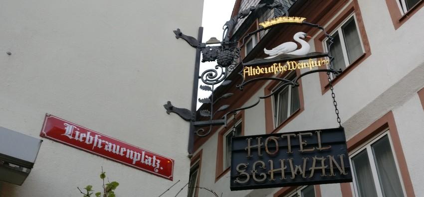 Ein Blick in die Höhe: An Mainzer Wänden findet sich auch Historisches.