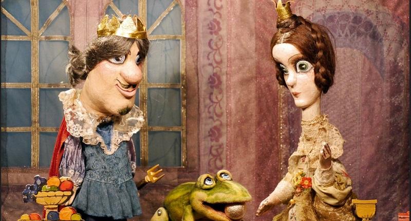Schon die jüngsten Theaterfans lieben die Aufführungen des Puppentheaters, denn jedes Stück wird mit Liebe zum Detail inszeniert, um den Besuchern einen unterhaltsamen Nachmittag zu bieten.