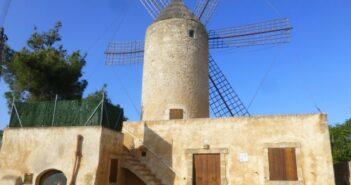 Das Glückshotel Mallorca könnte auch in Felanitx stehen - unweit der historischen Windmühle.
