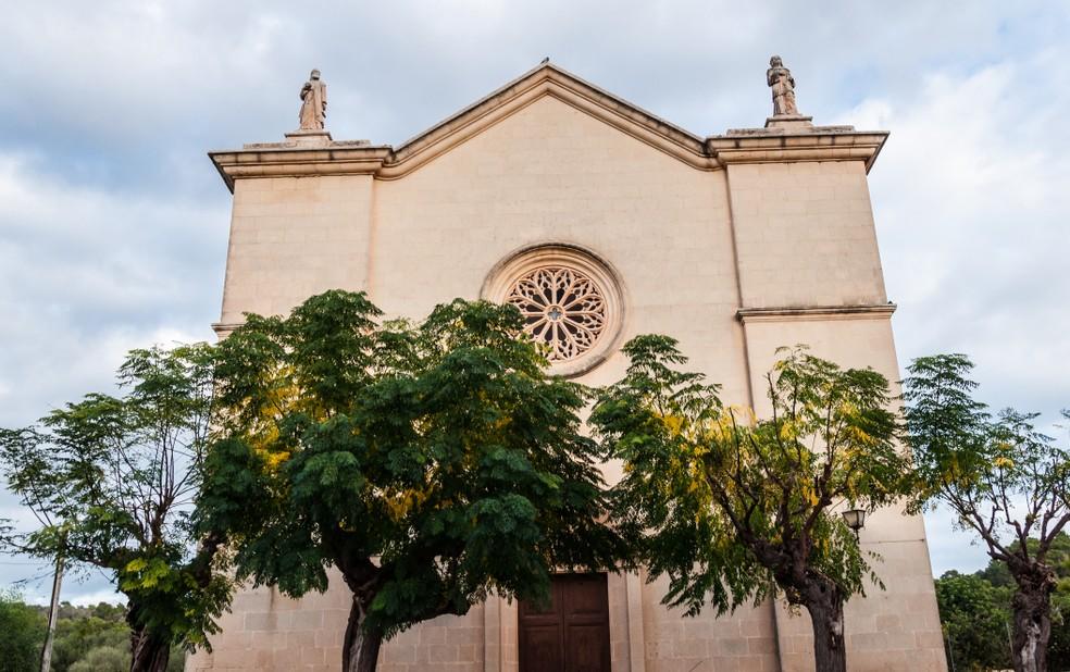 Unweit dem Glückshotel Mallorca gelegen ist die  Kirche Esglesia D'es Carritxó in dem kleinen Örtchen Felanitx:. (#1)