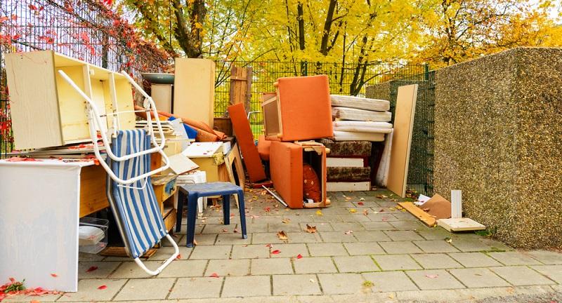 Eine hohe Kriminalität und Gewaltbereitschaft unter den Einwohnern Neuköllns sorgt dafür, dass der Sperrmüllanteil nicht zuletzt durch mutwillig zerstörte Möbel enorm ansteigt.