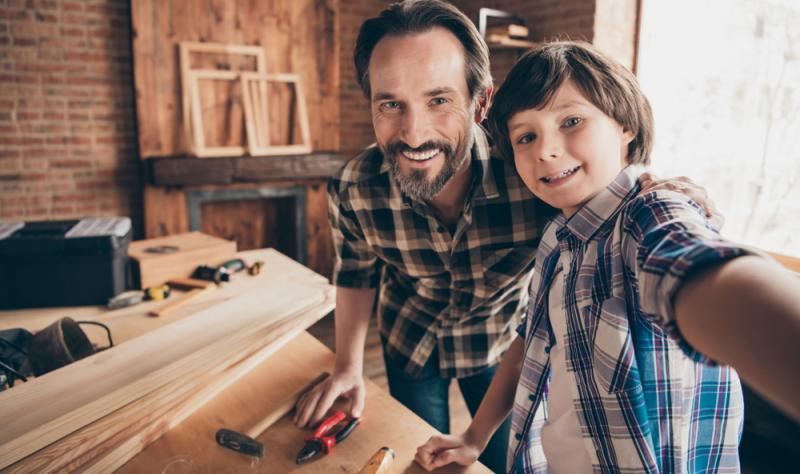 Schon die Kleinsten können bei so etwas erste handwerkliche Erfahrungen sammeln, ein Expertenteam vom Baumarkt steht dabei jederzeit mit Rat und Tat zur Seite.