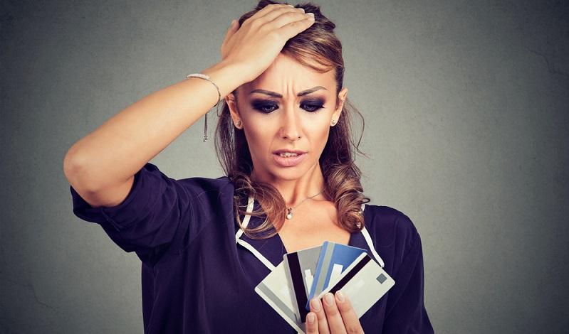 Kaum jemand braucht mehr als ein bis zwei Konten und Kreditkarten – alles, was über diese Zahl hinausgeht, ist zu viel. ( Foto: Shutterstock-pathdoc )