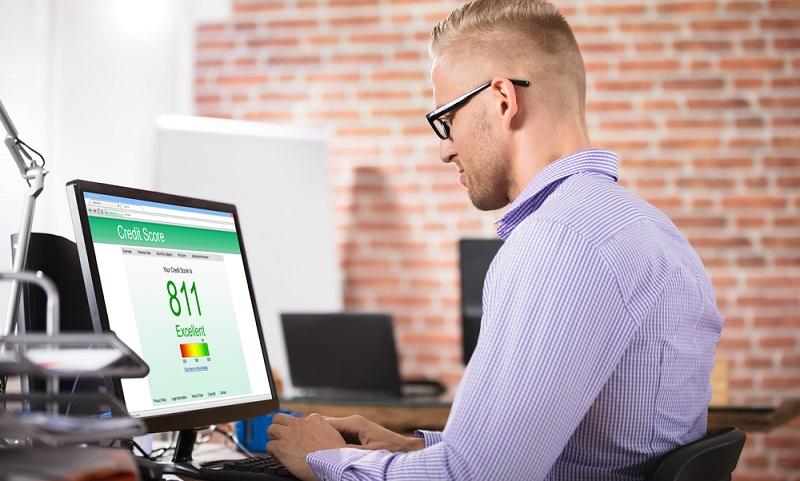Das eigene Zahlungsverhalten kann den SCHUFA-Score verbessern. (Foto: Shutterstock- Andrey_Popov  )